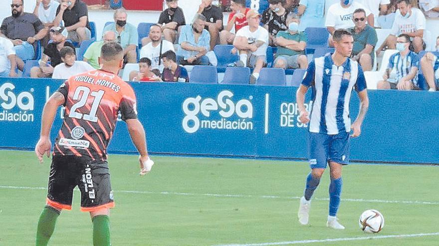 El Águilas cede la victoria en el último suspiro ante el Atlético Mancha Real