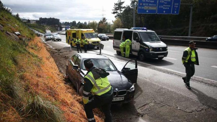 Un conductor muere al salirse de la vía en la AP-9 en Puxeiros y otro en A Estrada