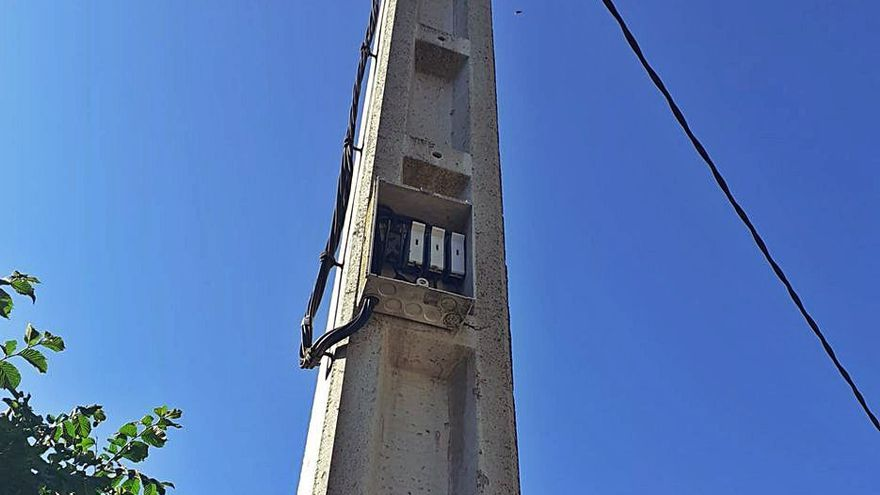 Quejas por el deterioro del alumbrado público en Ribadelago Viejo