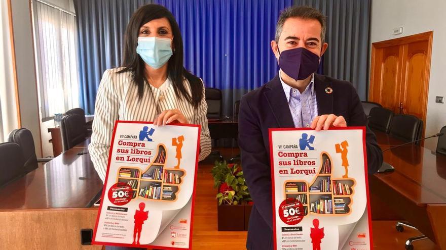 Lorquí promueve la compra de los libros de texto en la localidad con descuentos