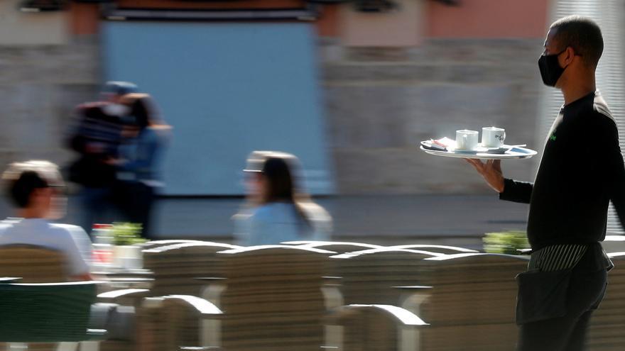Castilla y León no pedirá certificados de vacunación o pruebas del COVID para acceder a la hostelería