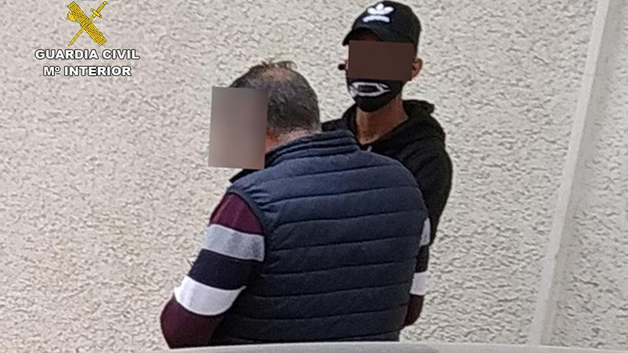 Detenido un joven por robar tarjetas de crédito de media docena de vehículos aparcados de San Pedro
