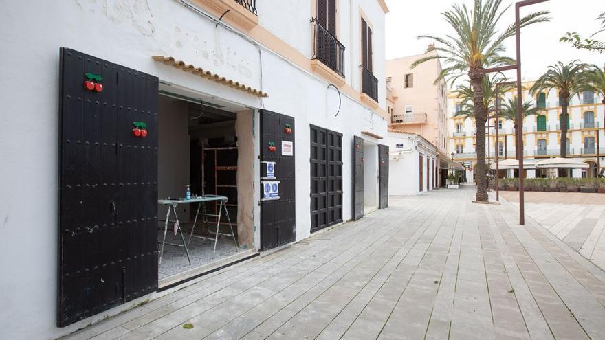 La mujer arrestada por clavar unas tijeras a su expareja en Ibiza lo hizo cuando él llamaba a la Policía