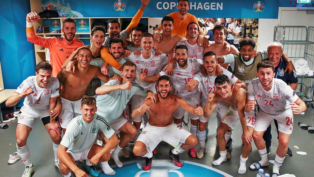 Los jugadores de la selección española, en el vestuario tras el partido.    // EFE