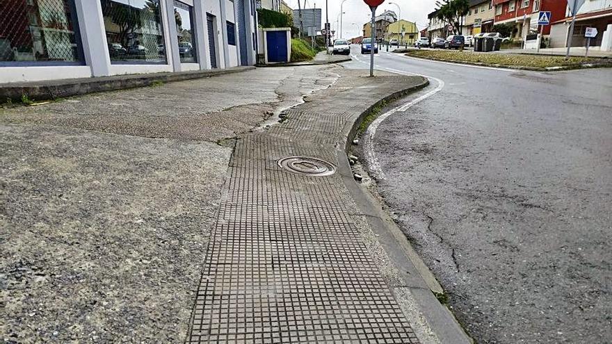 """Un concurso en Chapela selecciona """"la acera que más nos desespera"""""""