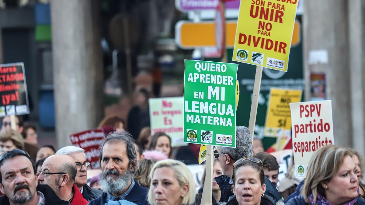 Demonstration against multilingualism in January 2020 in Orihuela