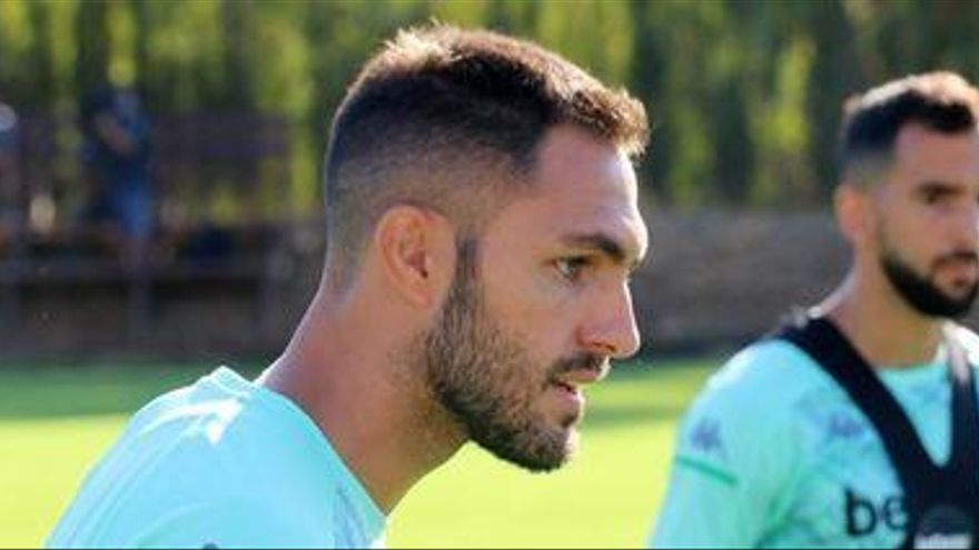 El Betis pedirá pase provisional para Víctor Ruiz