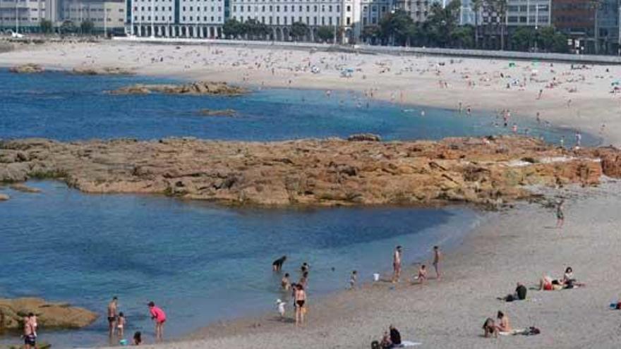 Dos empresas coruñesas crean un sistema de control de accesos a la playa según las mareas