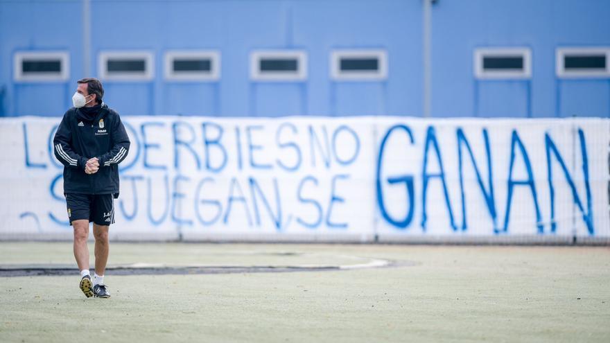 Pancartas en El Requexón: así prepara el derbi el Oviedo