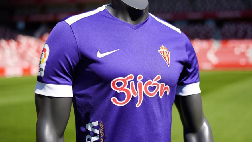 El Sporting presenta su segunda equipación: violeta y con el logo de Gijón