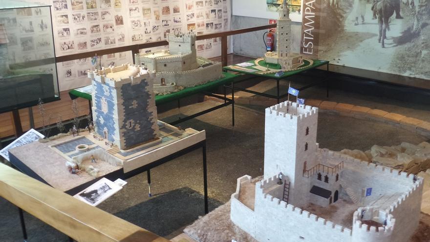 Maquetas de monumentos de Galicia construidas con piezas de Exin Castillos