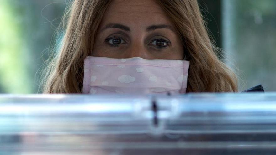 Galicia y País Vasco abren sus colegios electorales