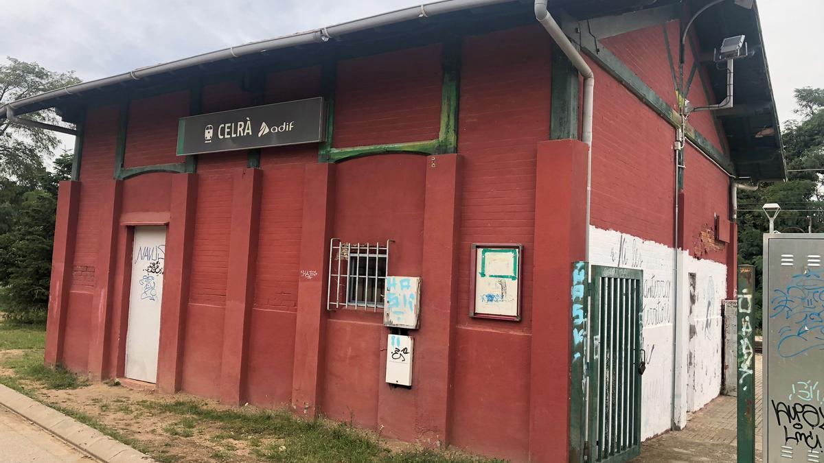L'edifici de l'estació de Celrà.