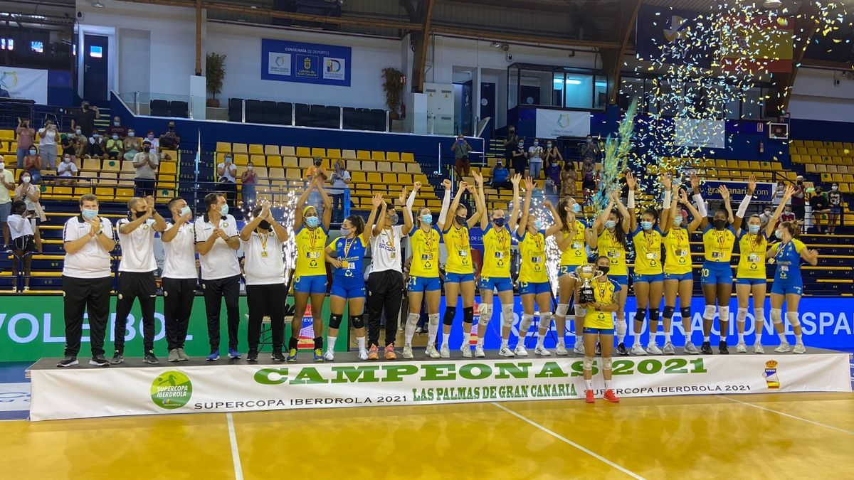 Image of the Gran Canaria team after winning their first Super Cup.