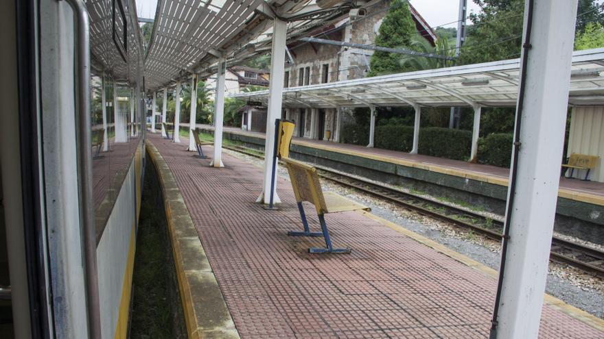 Ferroviarios y usuarios del tren urgen a erradicar ya el fondo de saco de Trubia