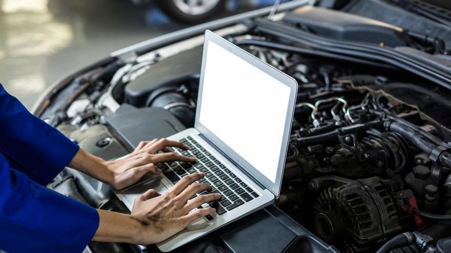 Conviértete en profesional en el mantenimiento de sistemas eléctricos y de transmisiones de vehículos