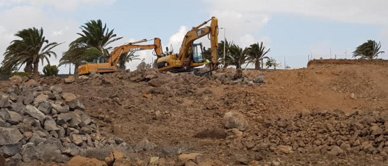 Ayer, trabajos en el nuevo centro comercial de Arrecife.