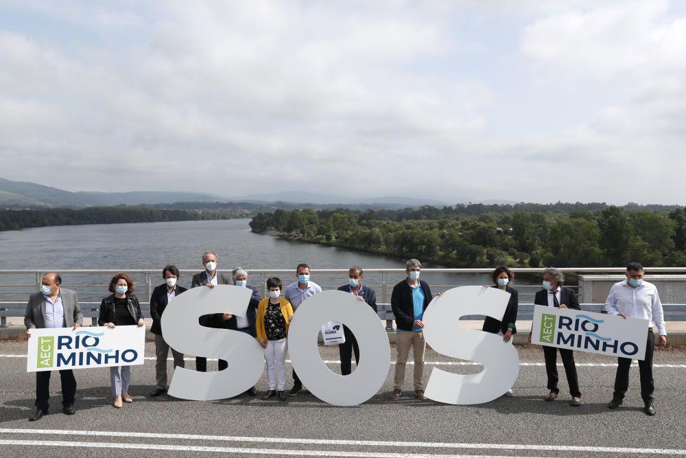 Los alcaldes de los concellos de la ribera del Miño exigen que se abran las fronteras / J. Lores