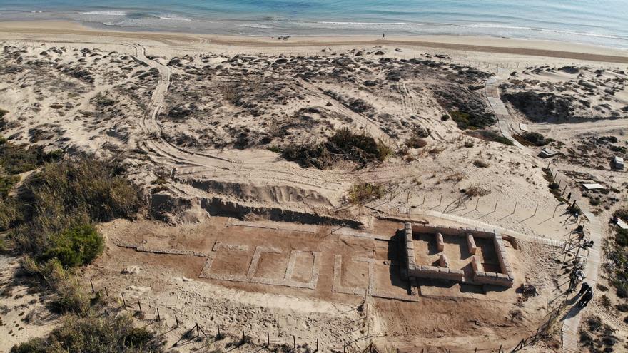 Guardamar descubre una villa romana bajo una torre islámica conservada por las dunas de la playa