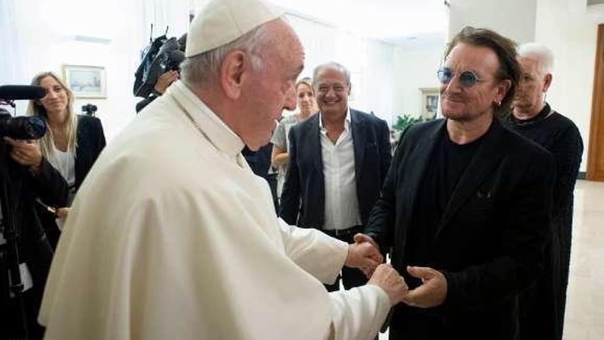El Papa se 'confiesa' con Bono