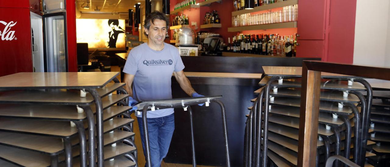 Los bares preparan las terrazas con optimismo ante su vuelta inminente