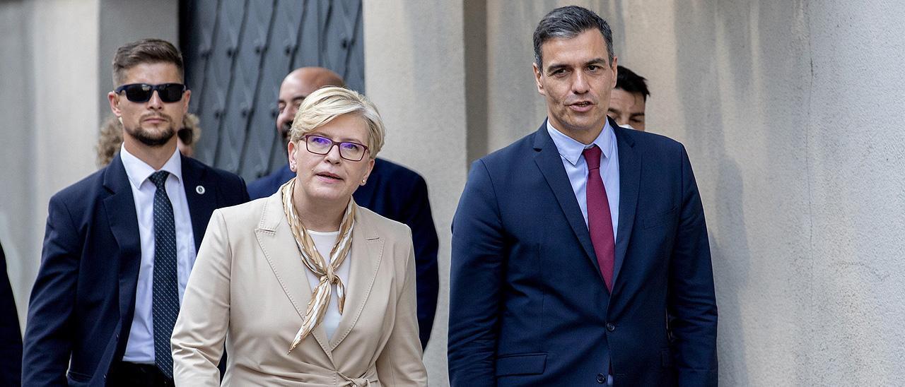 Pedro Sánchez, con la primera ministra de Lituania, Ingrida Simonyte.