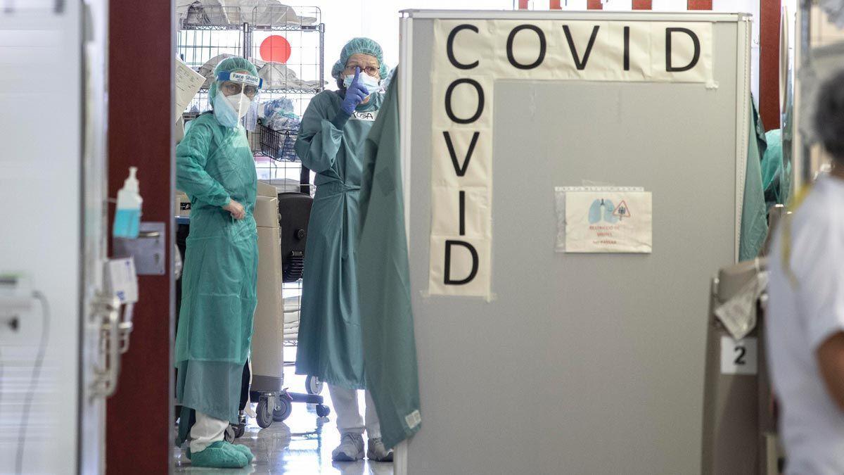 Zona de malalts amb covid en una de les plantes de l'Hospital de Sant Pau.
