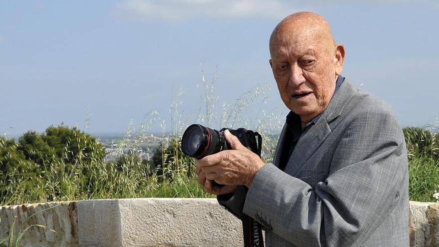 Mor Joan Vehí de Cadaqués, fotògraf i fuster de Salvador Dalí i Gala, als 90 anys