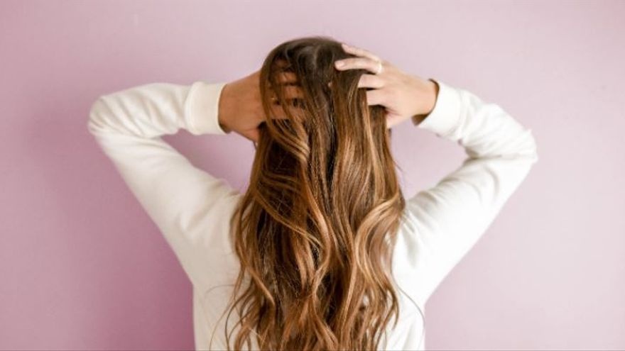 El truco para conseguir un pelo brillante y una una piel hidratada sin dejarte un euro