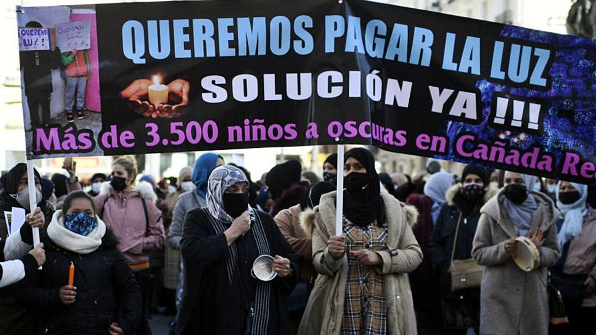 Denuncian el fallecimiento de un vecino en la Cañada Real por falta de luz | EFE