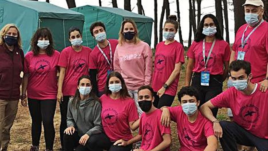 Fernández-Tapias acompaña a los voluntarios de las Cíes