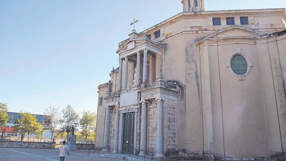 Plaza de acceso a la iglesia de María Auxiliadora de Zamora