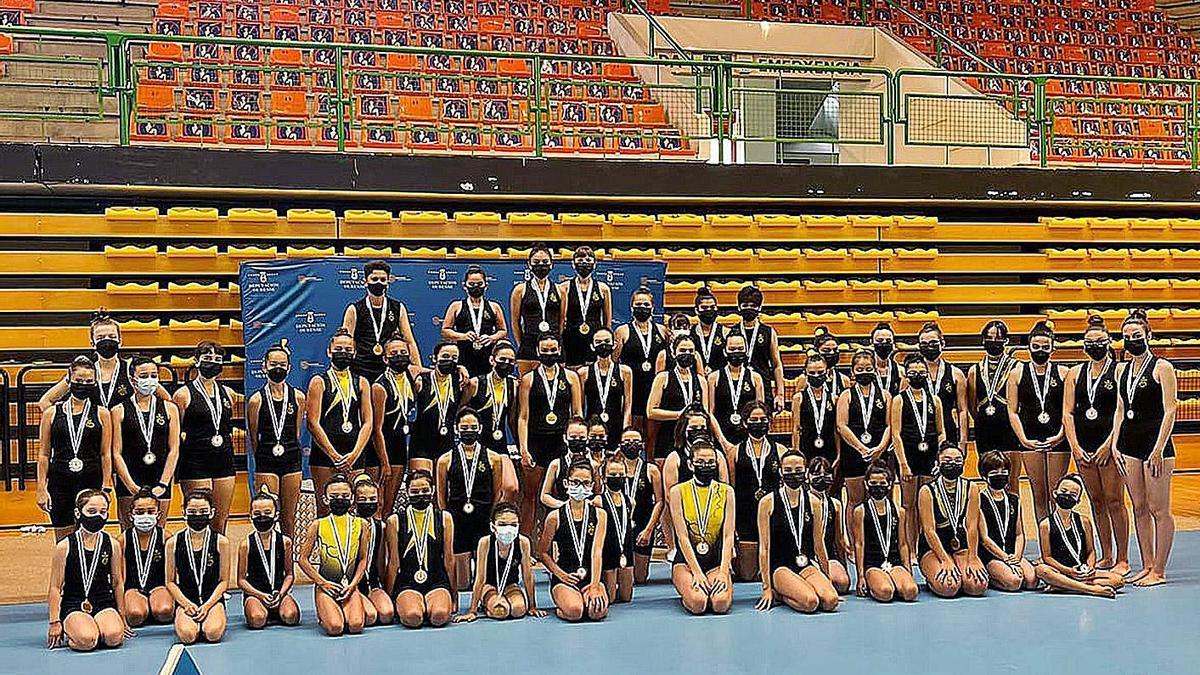 Las gimnastas participantes en las Copas Diputación por parte del Club Burgas. |  // FDV