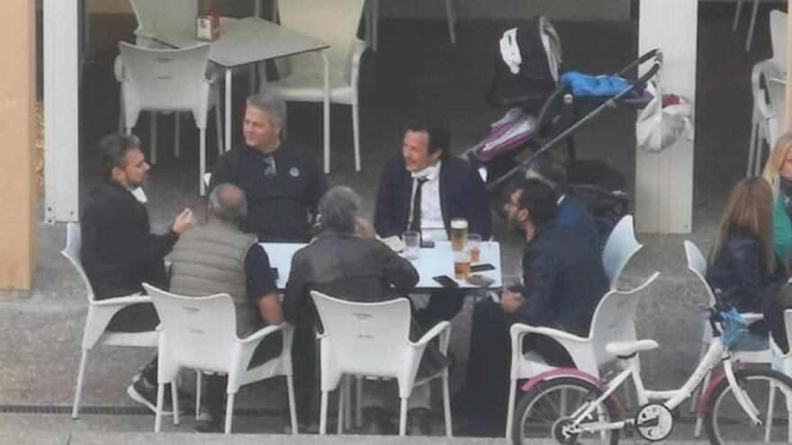"""El alcalde de Cádiz se """"autodenuncia"""" por estar con seis personas en un bar"""