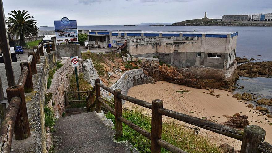 El Concello descarta expropiar a corto plazo la cetárea del paseo marítimo de San Roque
