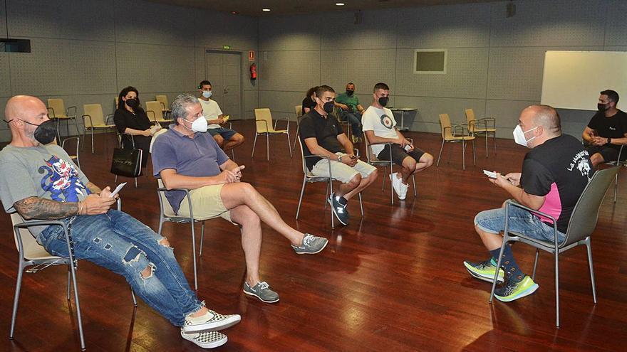 La falta de candidaturas aplaza el relevo en la directiva de Ahituvi al 31 de agosto