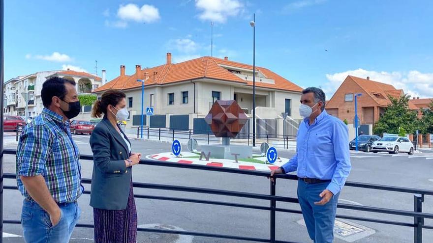 Acaba la obra de la nueva rotonda de la avenida Monseñor Riveri en Coria