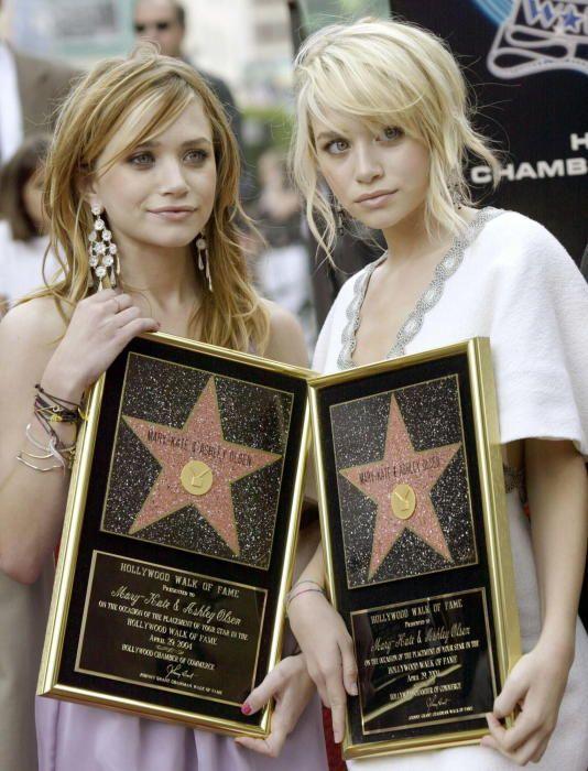 Mary-Kate (i) y Ashley Olsen (d) en 2004. Archivo