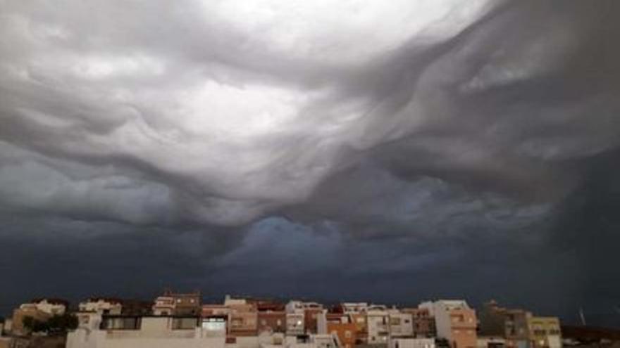 Canarias estará en riesgo a partir del jueves por viento, lluvia,  tormentas y nevadas