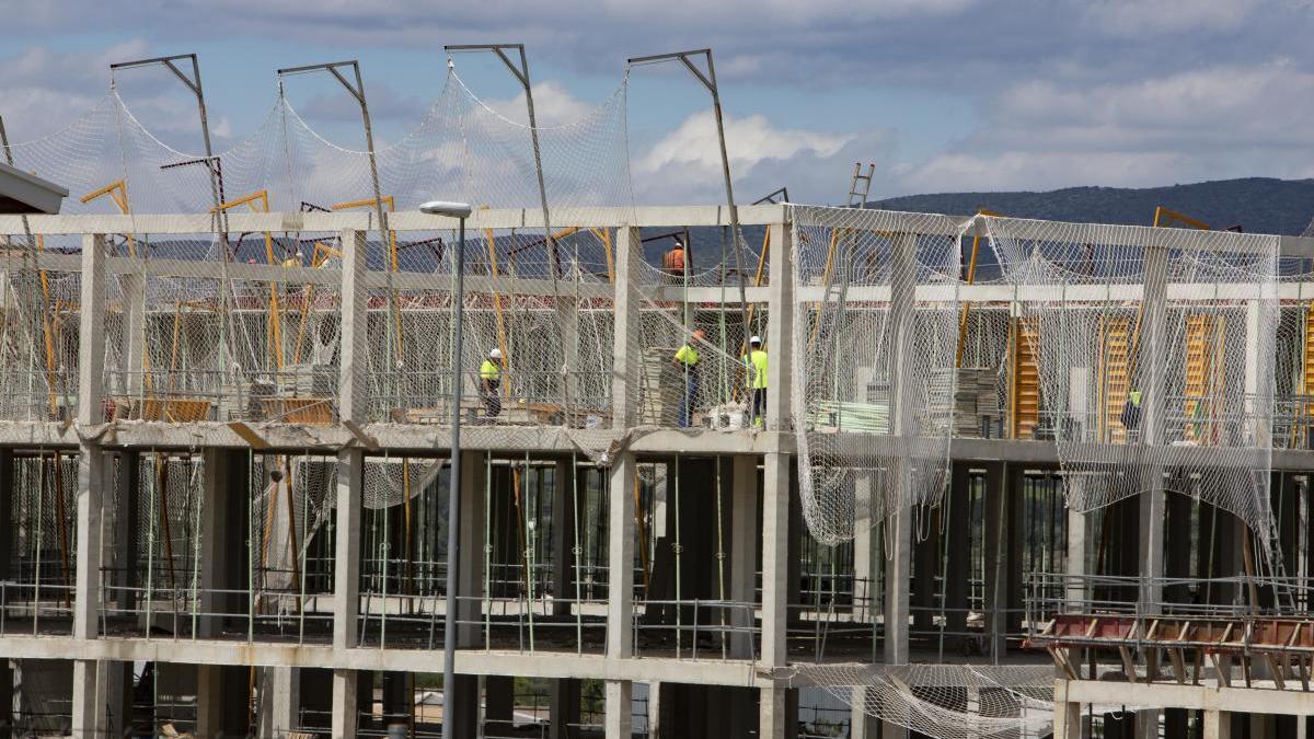 Obras de construcción del nuevo hospital de Ontinyent, en una imagen de días atrás