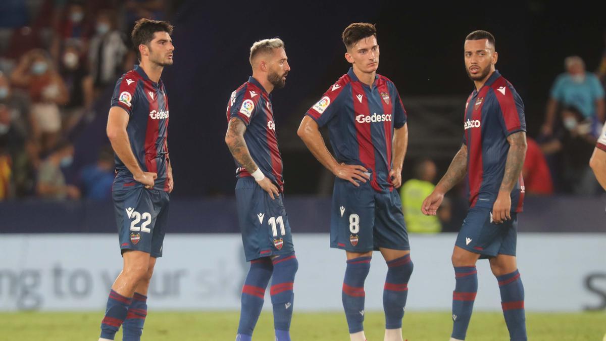 Los futbolistas granotas, decepcionados tras el Levante-Rayo