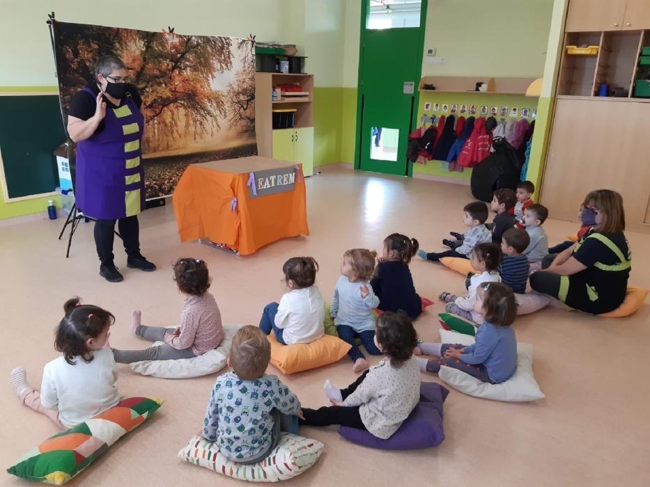 Sant Fruitós porta el teatre a les escoles
