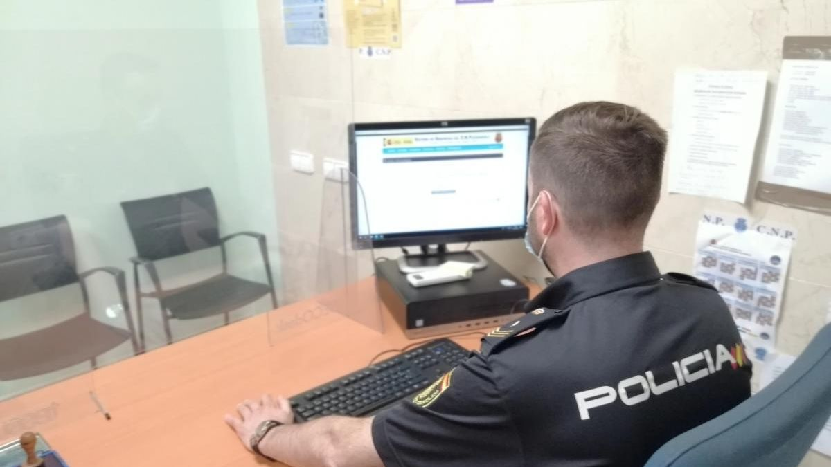 Un detenido y un investigado por simular que habían sido atracados con armas