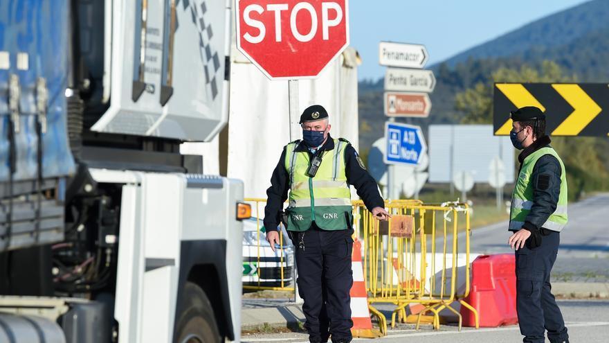 España mantiene los controles en la frontera interior terrestre con Portugal por la situación sanitaria