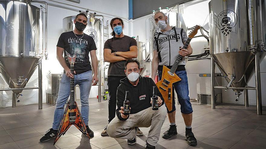 De la guitarra a la barra: un grupo  de rock del Port de Sagunt triunfa con una cerveza propia