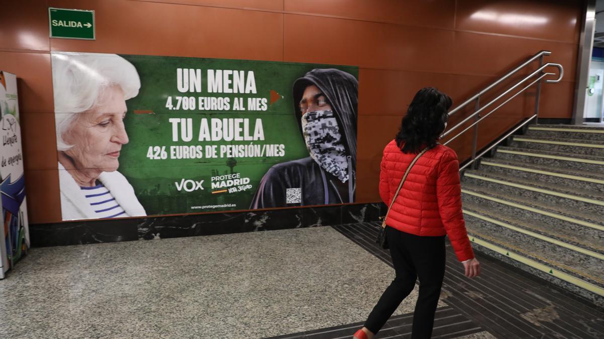 El polémico cartel de Vox no se retirará de la estación de Sol en Madrid.