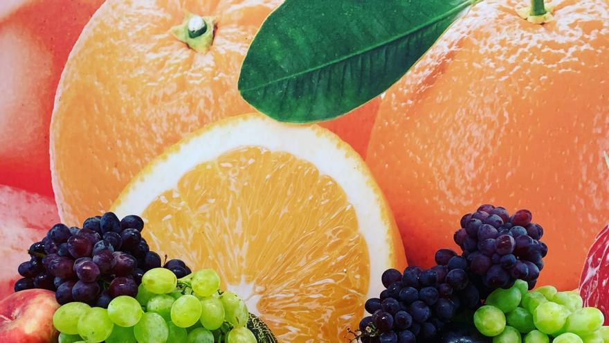 La moda por lo saludable asalta las fruterías asturianas y crece la tendencia de regalar cestas de fruta y verduras