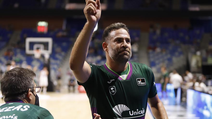 La camiseta con el número 10 de Carlos Cabezas colgará del techo del Carpena desde el domingo 24