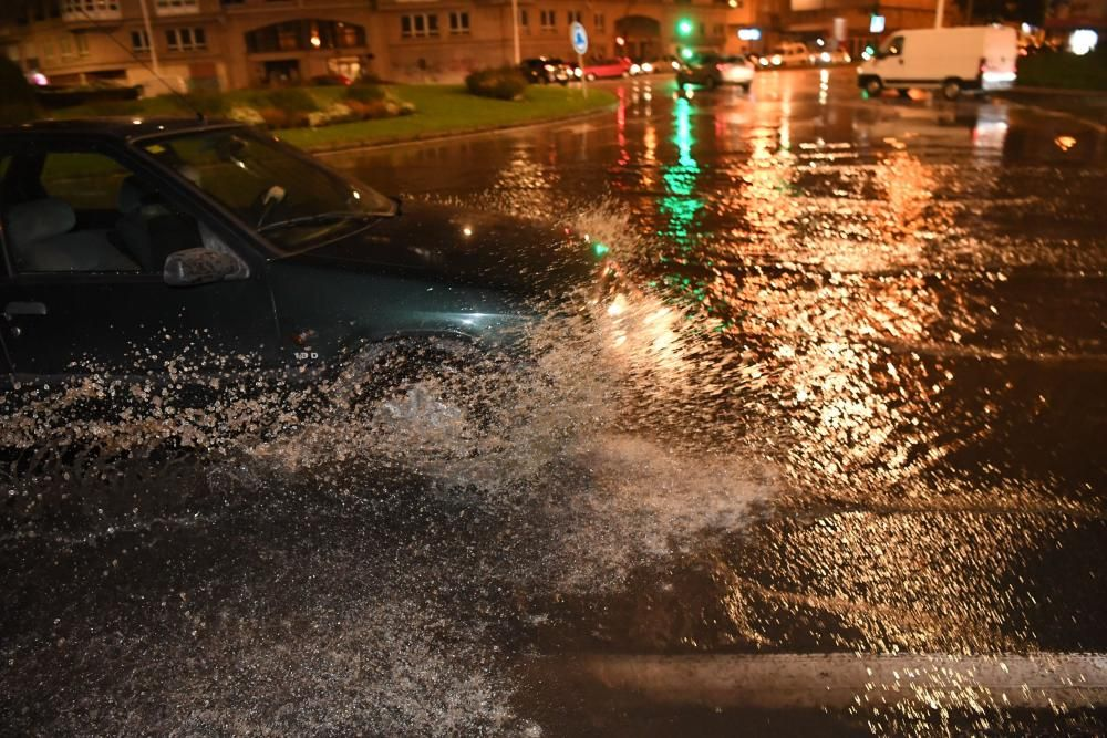 Una tromba de agua deja inundaciones en A Coruña