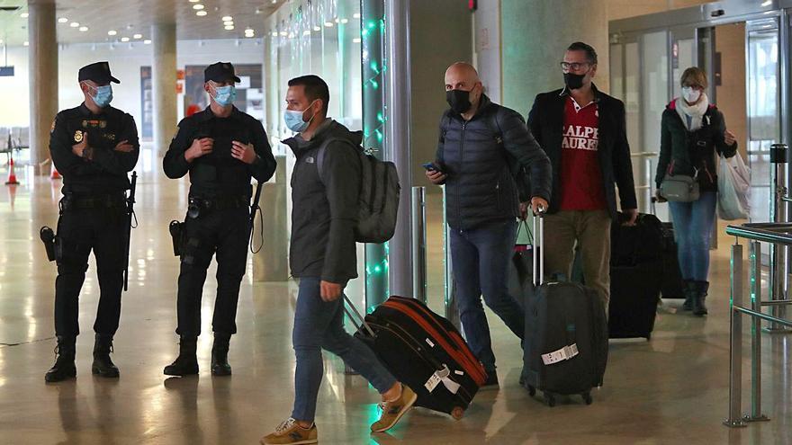 La Policía ordena controlar ahora también a los migrantes que llegan desde Mallorca
